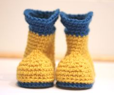Really want to try this!  Repeat Crafter Me: Crochet Rain Boots