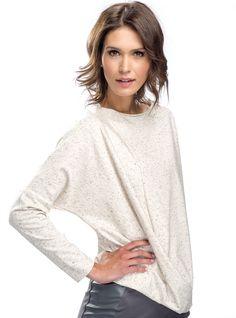 """Bluzka nakrapiania  ::   Bluzka typu oversize. Uszyta z miękko układającej się i przyjemnej w noszeniu bawełny nakrapianej w czarne """"kropki''. Z przodu ma fantazyjne drapowanie.   #bluzki #bluzka #kropki #bawełna #drapowanie    http://www.mapepina.pl/kobieta/bluzka-nakrapiana.html"""