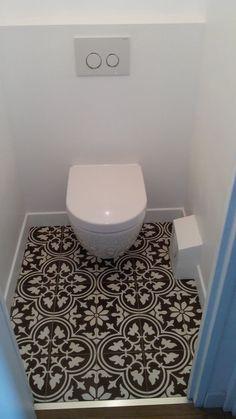 Carrelage adhésif WC  http://www.homelisty.com/carrelage-adhesif/
