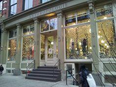 Anthropologie in New York, NY Schöne Kleider, Schuhe und ganz viel Krimskrams