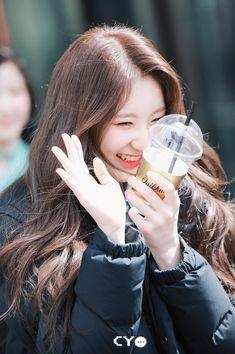 Secret Song, Fandom, Japanese Girl Group, Famous Girls, Kpop, Kim Min, Beautiful Asian Women, The Wiz, Fun To Be One