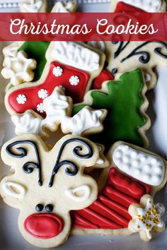 Family Favorite Christmas Cookies - Santa is going to LOVE these! Christmas season isn't complete without a batch of sugar Christmas cookies! Come see how easy it is to decorate like the pros. Cookies Oreo, Iced Cookies, Royal Icing Cookies, Holiday Cookies, Snowman Cookies, Summer Cookies, Baby Cookies, Heart Cookies, Valentine Cookies