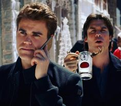 Witch salvordore brother would you end up with ❔❔❓❔❓❔❓ Vampire Diaries Season 7, Vampire Diaries Funny, Vampire Diaries The Originals, Damon And Stefan Salvatore, Damon Salvatore Vampire Diaries, Bae, Ian Somerholder, The Salvatore Brothers, Vampire Love
