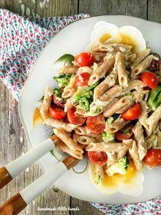 Πέννες με κρέμα Λεμονιού, Μπρόκολο & Ντοματίνια – Let's Treat Ourselves Penne Pasta, Pasta Salad, Lemon Pasta, Cherry Tomatoes, Broccoli, Ethnic Recipes, Food, Crab Pasta Salad, Cold Noodle Salads