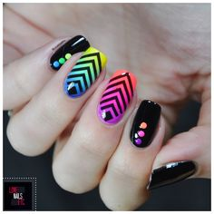 Géometrie et arc-en-ciel - %%type%% %%cat%% par Love Nails Etc