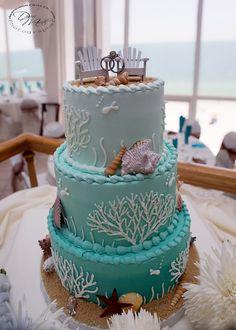 i love this beach wedding cake