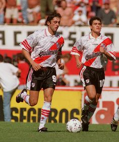 Enzo Francescoli and Ariel Ortega of River Plate Best Football Players, Sport Football, Classic Football Shirts, Football Uniforms, Football Photos, Adidas, Carp, Ariel, Dbz