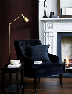 Our beautiful armchairs can be covered in more than thirty-two fabrics. Their bespoke finish means that they'll fit seamlessly into your home. Take a look. Interior Design Living Room, Living Room Decor, Living Spaces, Style Anglais, Sofa Set Online, Dark Interiors, Traditional Interior, Decoration, Furniture