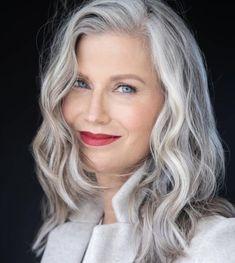Grey Hair And Glasses, Long Gray Hair, Grey Curly Hair, Silver White Hair, Grey Hair Inspiration, Great Hair, Hair Today, Hair Dos, Curly Hair Styles