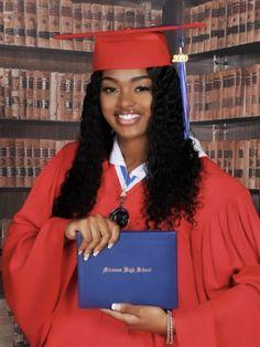 Girl Graduation Pictures, Grad Pics, Graduation Ideas, Senior Pics, Senior Portraits, Senior Pictures, Poses Photo, Photo Shoot, Black Girl Makeup