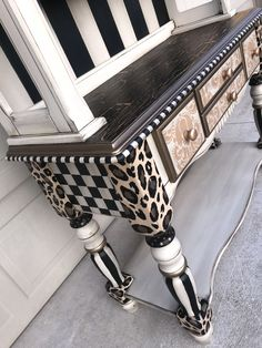 White Painted Furniture, Painted Chairs, Funky Furniture, Paint Furniture, Repurposed Furniture, Furniture Makeover, Art Deco Vanity, Faux Painting, Creative Decor