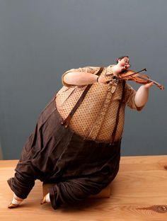 Violoniste - Création de Katya Guseva, jeune sculptrice moscovite native de Tomsk (Russie)