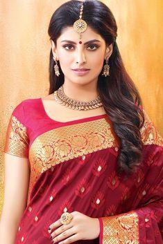 Beautiful Blonde Girl, Beautiful Girl Indian, Most Beautiful Indian Actress, Beautiful Girl Image, Beautiful Women, Beauty Full Girl, Beauty Women, Silk Sarees Online Shopping, Classy Hairstyles