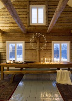 🌟Tante S!fr@ loves this📌🌟Ambiance cosy au sein d'un chalet en bois authentique Cabin Interiors, Rustic Interiors, Home Interior, Interior Design, Showroom Design, Decor Scandinavian, Style Deco, Cabins And Cottages, Log Homes