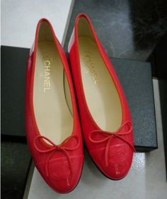 494.01$  Watch now - http://vimta.justgood.pw/vig/item.php?t=nogi2q15890 - NIB 100% AUTH CHANEL 16C CORAL PATENT LEATHER BALLERINA FLATS SZ 36 $750 494.01$