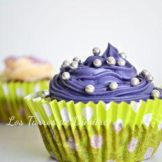 Cupcakes de chocolate y fresa Desserts, Food, Chocolate Cupcakes, Strawberry Fruit, Sweet, Recipes, Tailgate Desserts, Deserts, Essen