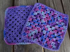 This is my new go-to dishcloth pattern...hard working and generously sized, they will make any kitchen fabulous.  These are so pretty and si...