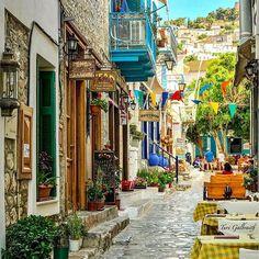 Hydra, Greece #greekislands # hydra #greece Photo By: @turigal ⠀⠀⠀⠀⠀⠀⠀⠀ ⠀⠀⠀