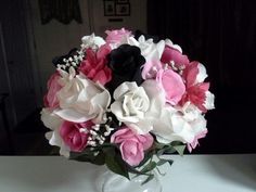 Party Decorations: Black, Pink and White flower arrangement, perfect for a party or wedding!