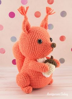 If you're looking for a cute squirrel crochet pattern, pay attention to this little buddy. This amigurumi squirrel is certain to be an endless source of fun. Crochet Amigurumi, Amigurumi Doll, Crochet Dolls, Stitch Head, Knitted Teddy Bear, Yarn Tail, Doll Tutorial, Crochet Patterns Amigurumi, Cute Crochet