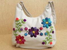 Beautiful trend in bags hand embroidery Mexican Embroidery, Embroidery Bags, Embroidery Stitches, Embroidery Patterns, Sewing Patterns, Handmade Handbags, Handmade Bags, Bordado Floral, Techniques Couture