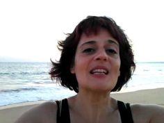 Ana Sek emocionada en las playas de Algarve, Portugal  www.anasekmusic.net