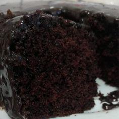 A Receita de Bolo de Chocolate Fácil é prática, deliciosa e vai agradar toda a família. Não perca tempo e anote já essa receita!