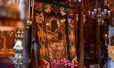 Πρόκειται για το πιο σημαντικό κειμήλιο του Αγίου Όρους μαζί με την εικόνα του «Άξιον Εστίν». Η Παναγία η Πορταΐτισσα των Ιβήρων και η ιστορία της έχει κάνει πολλούς να δακρύσουν αλλά και να πιστέψουν.