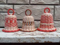 Christmas Baskets, Christmas Deco, Christmas Crafts, Christmas Ornaments, Decorative Items, Decorative Bells, Basket Weaving Patterns, Birdhouse Designs, Willow Weaving