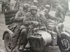 Fallschirmjäger using a BMW R75 to get around siringa troop movement - pin by Paolo Marzioli
