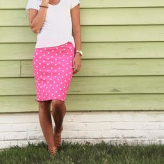 LulaRoe Cassie Skirt outfit - Pink polka dot skirt - I love pink! Pink Skirt Outfits, Cute Outfits, Pink Skirts, Casual Outfits, Plaid Fashion, Skirt Fashion, Cassie Skirt, Lula Roe Outfits, Pink Polka Dots