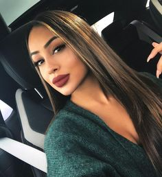 Yilmaz – Celebrity Style Culture Couture Advertising Culture - Makeup Looks Celebrity Girls Haircuts With Layers, Black Girls Hairstyles, Side Haircut, Costume Noir, Fluffy Hair, Natural Hair Styles, Long Hair Styles, Different Hairstyles, Hair Inspiration