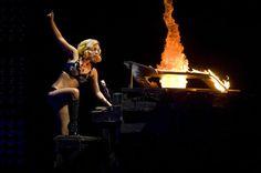 Lady GaGa Piano Funny, Lady Gaga, Singer, Concert, Singers, Lady Gaga Fashion, Concerts