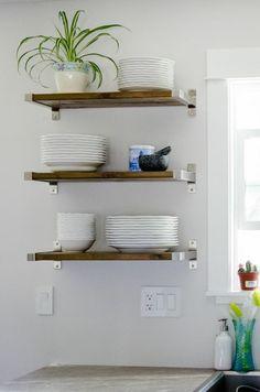 cuisine ikea avec étagères bois improvisées