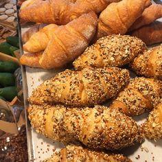 IL SOLITO VIZIO SFRENATO DI SFORNARE!!!!! 🥖🍞🥨🥐🥖🍞🥨🥐🥖🍞🥨🥐!!!! . . #freshfromtheoven #bread #freshbread #paneincassetta #bakery #cosesane #cosebuone #comfortfood