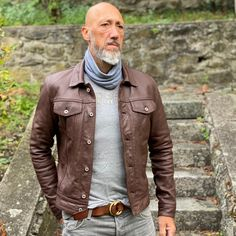 Guy Outfits, Man Clothes, Moda Casual, Male Poses, Mature Men, Vintage Jacket, Leather Jackets, Military Jacket, Men's Fashion