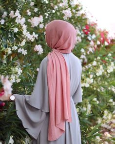 Islamic anime and hijab. Stylish Hijab, Modest Fashion Hijab, Hijab Chic, Muslim Fashion, Arab Girls Hijab, Muslim Girls, Muslim Couples, Beautiful Muslim Women, Beautiful Hijab
