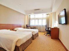 Caritas Bianchi Lodge, Hongkong 香港  ちゃんとしたホテルではなくキリスト教系の宿泊施設。夜2時で入口が閉まってしまいます。