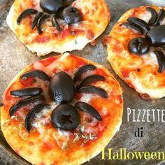Halloween spider pizzas - I Sapori di Casa Halloween Pizza, Halloween Desserts, Halloween Cupcakes, Halloween Torte, Halloween Appetizers, Halloween Food For Party, Halloween Spider, Couple Halloween, Halloween Treats