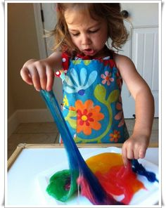 How to make slime! 2 things needed 1 cups of CLEAR glue and 1 cups of liquid starch. And a few hours of fun! Projects For Kids, Diy For Kids, Crafts For Kids, Children Crafts, Kids Fun, Homemade Slime, Diy Slime, Glue Slime, Craft Activities