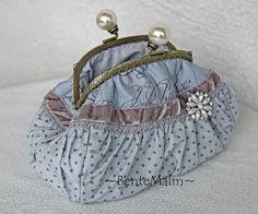 toilettaske Vintage Clutch, Vintage Purses, Frame Purse, Lavender Bags, Diy Purse, Boho Bags, Patchwork Bags, Fabric Bags, Little Bag