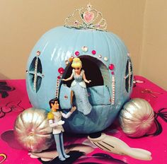 Cinderella Pumpkin Carriage More Decorating Pumpkins, Pumpkin Decorating Contest, Pumpkin Decorations, Pumpkin Contest, Halloween Decorations, Halloween Kids, Halloween Pumpkins, Halloween Crafts, Cinderella Coach