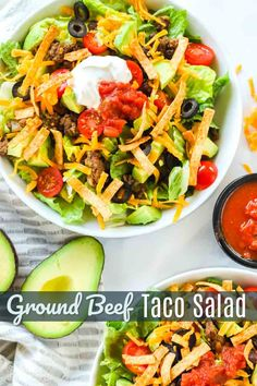 This taco salad is made with seasoned ground beef, crisp romaine lettuce, and flavorful toppings. An easy, healthy weeknight dinner! Savory Salads, Healthy Salad Recipes, Meal Salads, Taco Salads, Clean Eating Salads, Healthy Eating, Easy Family Meals, Family Recipes, Easy Meals