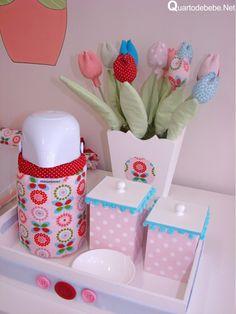 Decoração de quarto de bebê rosa tema bonecas matrioska! As bonecas matrioshka, que são um brinquedo tradicional da Rússia, trouxeram charme a decoração, confira!