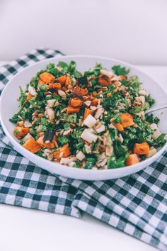 Since I posted this salad on snapchat we have gotten soo many requests for a recipe so here it is!!! This is my absolute favorite salad – ever ever ever. It is the Harvest Bowl from sweetgreen but we