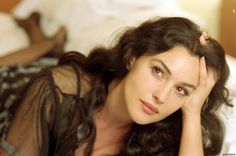 Image from http://www.theplace2.ru/archive/monica_bellucci/img/Monica_Bellucci_male.jpg.