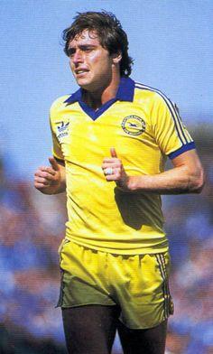Michael Robinson Brighton Retro Football, Football Kits, Michael Robinson, Brighton & Hove Albion, Soccer Players, Ant, Terrace, Nostalgia, Kicks