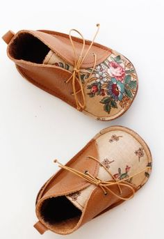 Sweet Handmade Floral Leather Baby Shoes | txelllagresa on Etsy #KidsFashion
