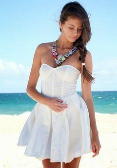 How to Chic: GET THE BLOGGERS LOOK - WHITE LACE DRESS