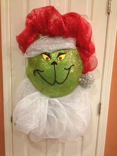 "YouTube+Deco+Mesh+Wreath+grich+xmas | How to make ""The Grinch"" Wreath"